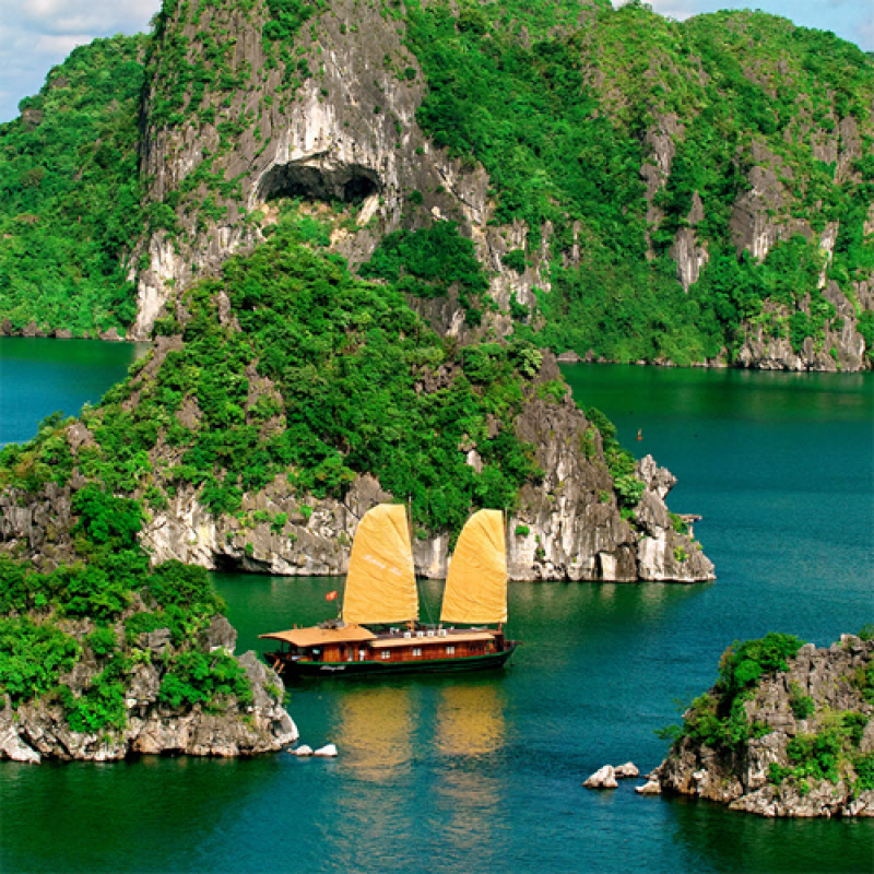 6 Days 5 Nights Hanoi / Halong / Ho Chi Minh